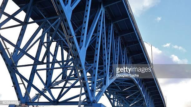 blue colored highway truss bridge, cleveland, ohio, u - cleveland ohio fotografías e imágenes de stock