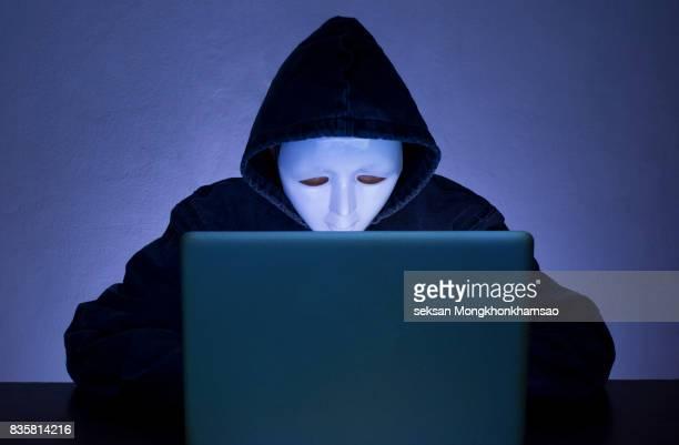 blue computer hacker - anonymous hacker fotografías e imágenes de stock