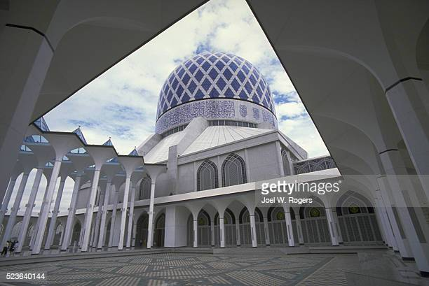 blue dome on white mosque - faith rogers stock pictures, royalty-free photos & images