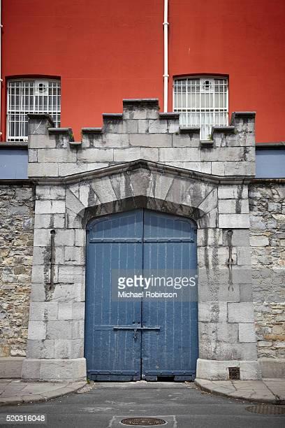 blue doors dublin castle, dublin ireland - michael robinson stock pictures, royalty-free photos & images