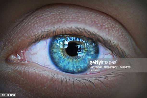 blue eye - reflexo efeito de luz - fotografias e filmes do acervo