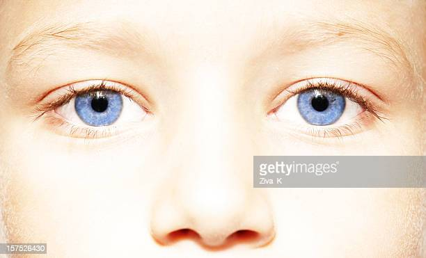 blue eyes close up - extreme close up stockfoto's en -beelden