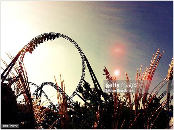 blue fire looping at europapark rust - rust colored - fotografias e filmes do acervo
