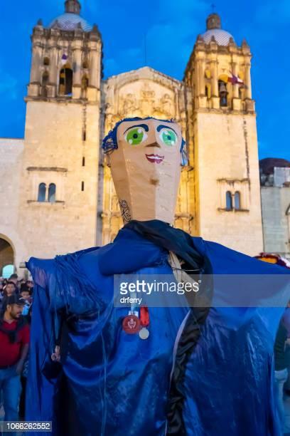 Géante bleue au Día de los Muertos Festival à Oaxaca