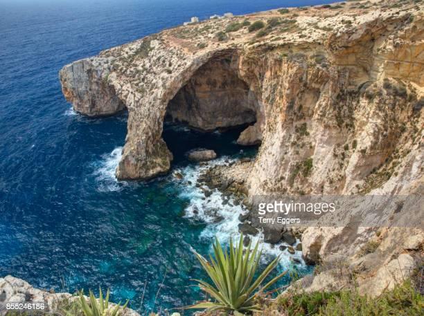 blue grotto in malta - 青の洞窟 ストックフォトと画像
