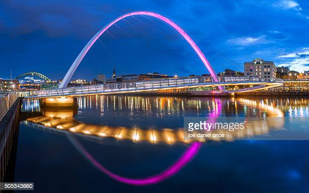 blue hour, gateshead millennium bridge, tyne bridge, gateshead, newcastle upon tyne, england - newcastle upon tyne stock pictures, royalty-free photos & images