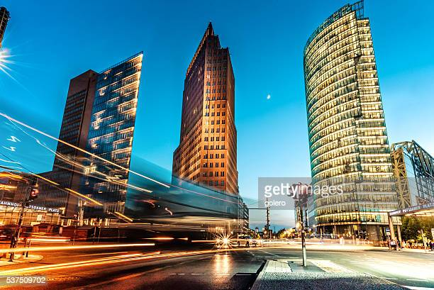 blue hour over postdamer platz in berlin - duitsland stockfoto's en -beelden