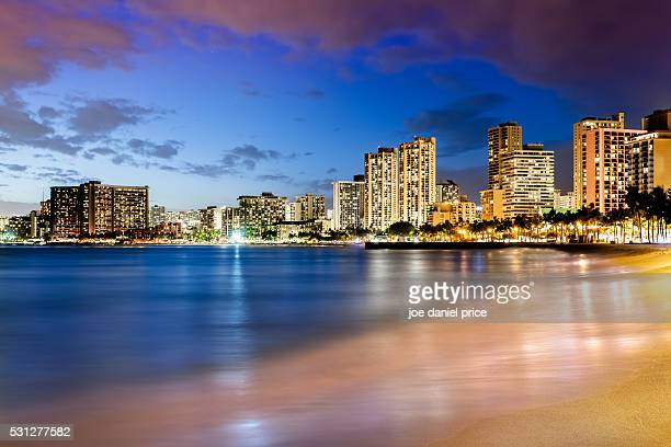 blue hour, queens beach, waikiki, honolulu, oahu, hawaii - waikiki stock pictures, royalty-free photos & images