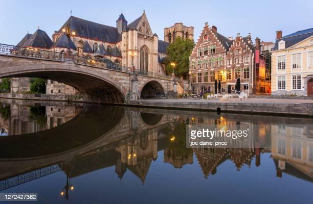 blue hour, sint-michielsbrug, sint-michiels kerk van gent, ghent, belgium - flandres oriental imagens e fotografias de stock