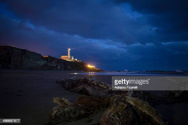 blue hour under the lighthouse - adriano ficarelli stock pictures, royalty-free photos & images