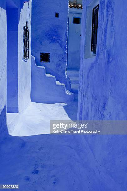 blue house - chefchaouen photos et images de collection