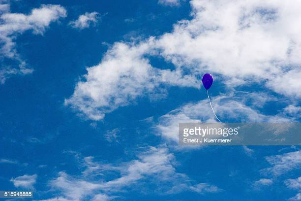 blue kies purple balloon - highlands ranch colorado stock pictures, royalty-free photos & images