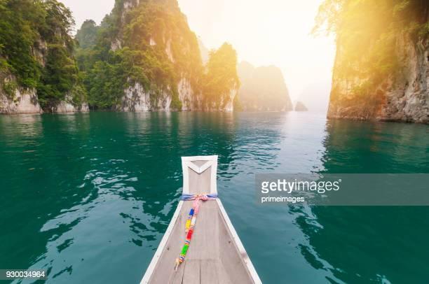 blue lake in chiewlarn surat thani, thailand - lagune stockfoto's en -beelden