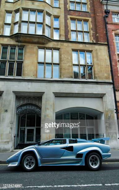 """blue lamborghini countach parked on the side of the street in london, uk - """"sjoerd van der wal"""" or """"sjo"""" stock pictures, royalty-free photos & images"""
