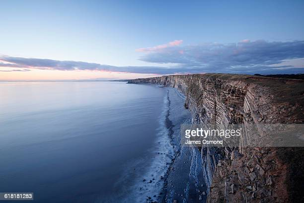 blue lias limestone cliffs - glamorgan stock pictures, royalty-free photos & images