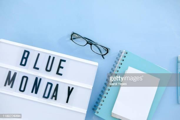 blue monday  text in lightbox - blue monday foto e immagini stock