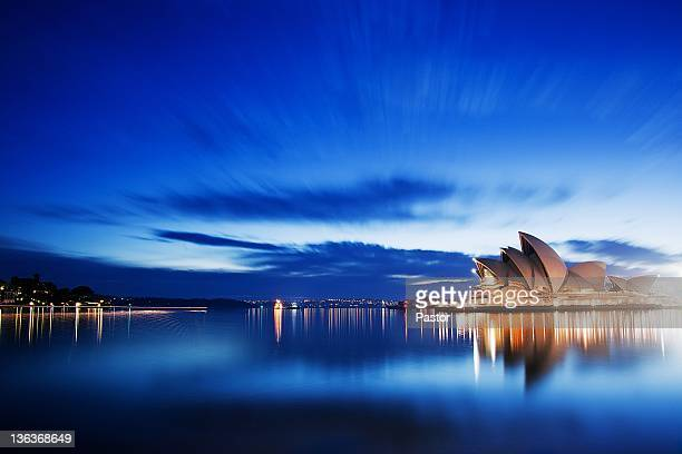 blue morning at sydney opera house - opernhaus stock-fotos und bilder
