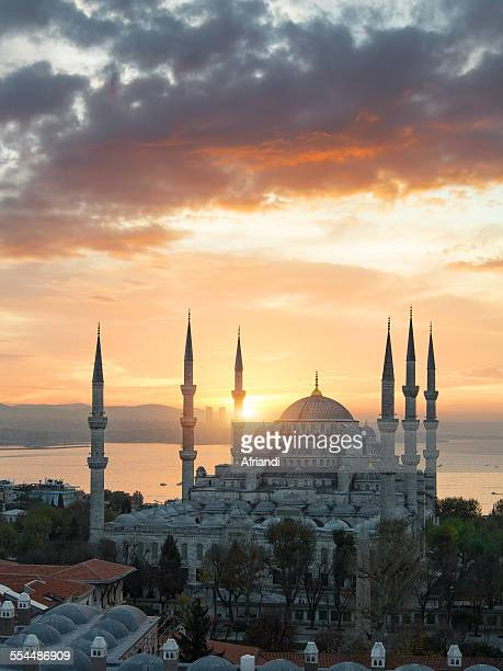 blue mosque at sunrise, istanbul - istanbul photos et images de collection