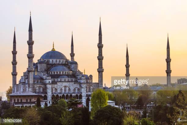 blue mosque at sunset - unesco stock-fotos und bilder