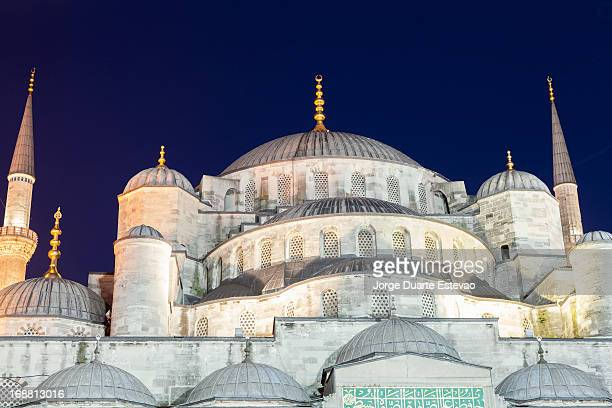 blue mosque in istanbul at dusk - jorge duarte estevao stock pictures, royalty-free photos & images