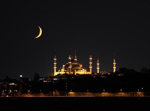 Blue mosque in Ramadan 176087978