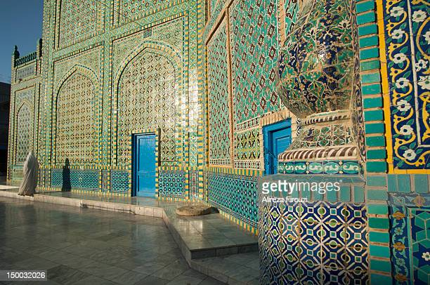 blue mosque - blue mosque mazar-e-sharif stock pictures, royalty-free photos & images