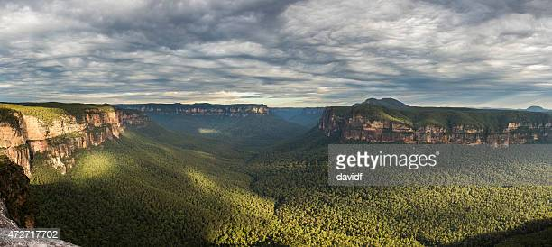 blue mountains australien valley - great dividing range stock-fotos und bilder