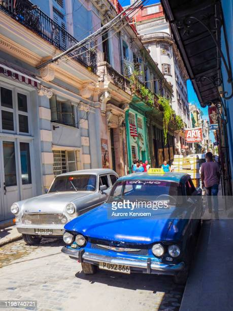 blue old car in barrio del arte in old havana - arte stock pictures, royalty-free photos & images
