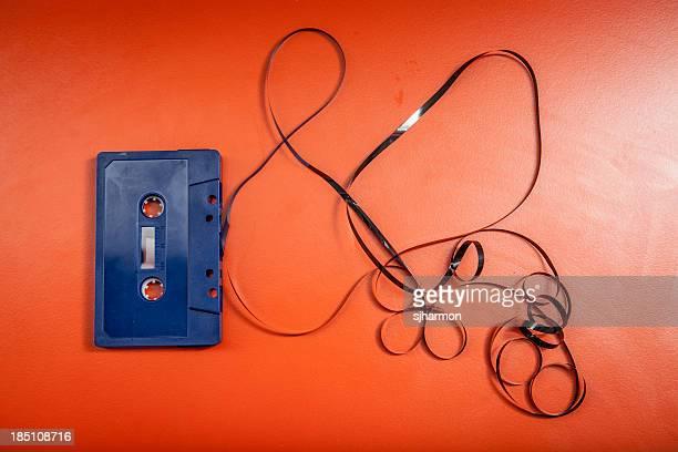 青色プラスチックカセットテープ癒しのオレンジ色のテーブル