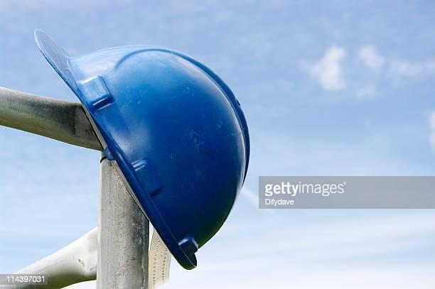 Casco di sicurezza sui ponteggi blu
