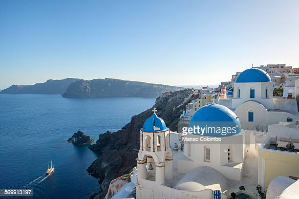 blue sea in summer, greek islands, santorini - cultura griega fotografías e imágenes de stock