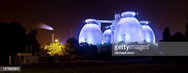 Blue Abwasser Pflanze in Panorama bei Nacht