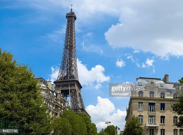 Blauer Himmel über Paris