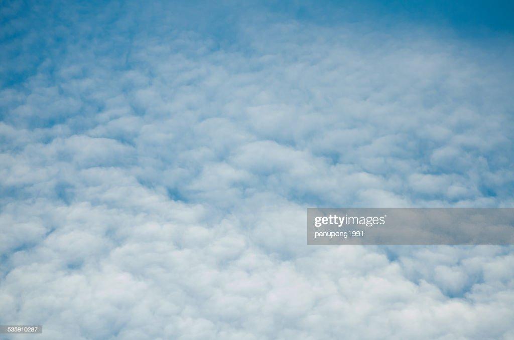 Cielo azul y nubes, Green Field : Foto de stock