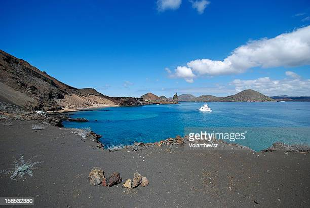 blue sky and sea in the volcanic bartolomé island - puerto ayora stock pictures, royalty-free photos & images