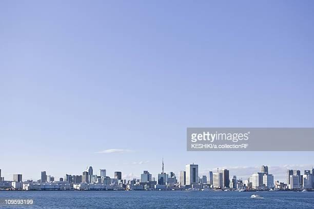 blue sky over tokyo skyline - novembro azul - fotografias e filmes do acervo