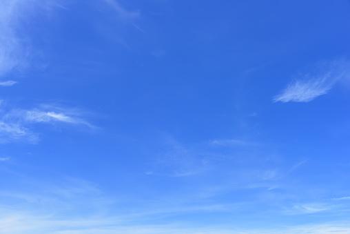 Blue sky 925604532