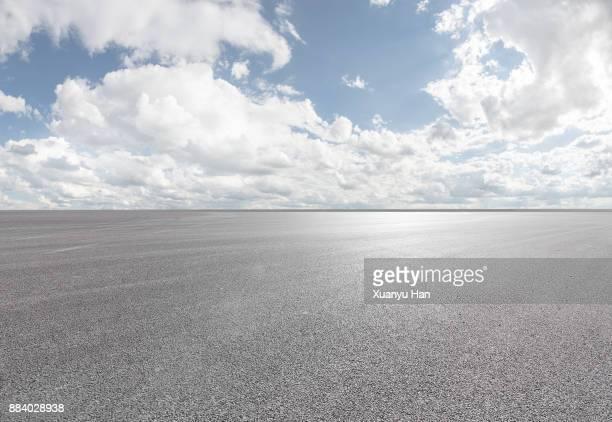 blue sky - white clouds - road - professional use auto advertising backplate. - ancho fotografías e imágenes de stock
