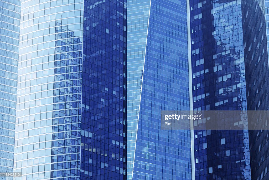 ブルーの超高層ビル : ストックフォト