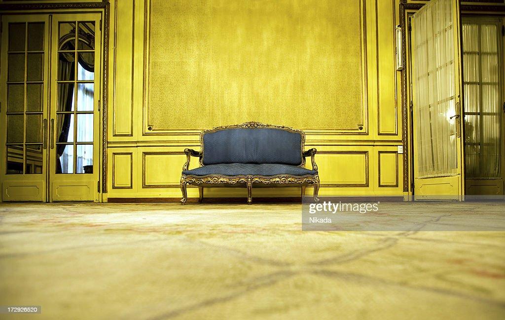 Sofá azul : Foto de stock