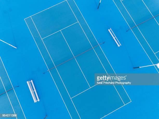 blue tennis hardcourt - hardcourt stock pictures, royalty-free photos & images