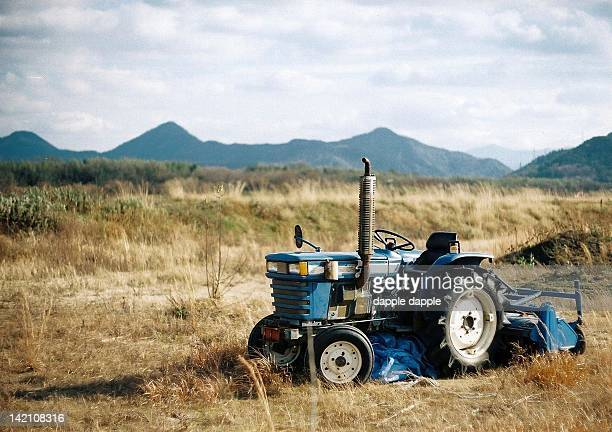 blue tractor at field - kagawa ストックフォトと画像