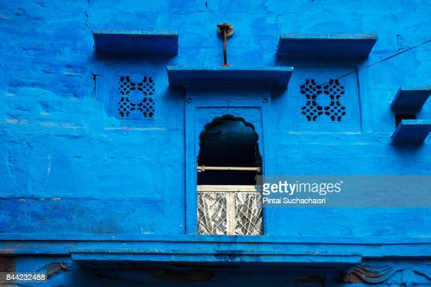 blue wall of a house in jodhpur, rajasthan, india - jodhpur stock pictures, royalty-free photos & images