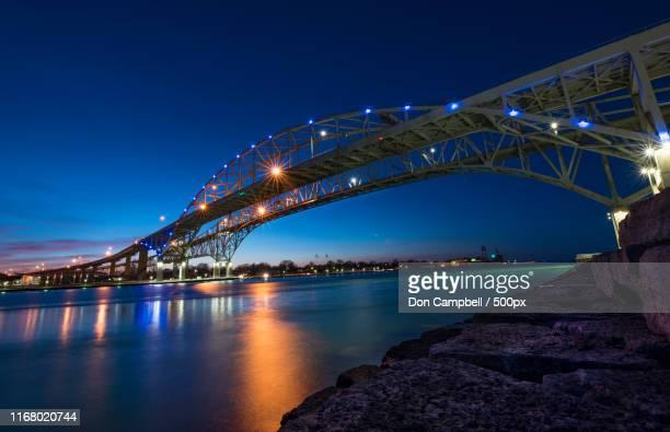 blue water bridge at sunset - サルニア ストックフォトと画像