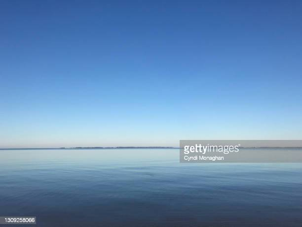 blue water reflections of the chesapeake bay - shallow stock pictures, royalty-free photos & images