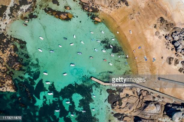 "blue waters in bretagne, tregastel and the amazing ""cote de granite rose"" - perros guirec photos et images de collection"