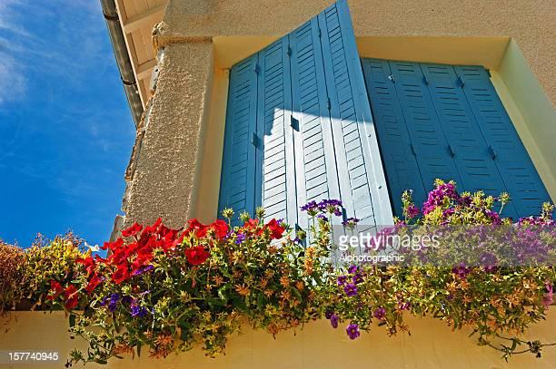 Bleue fenêtre à volets Gite français