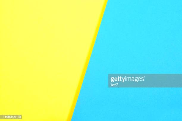 blue yellow paper background - image en couleur photos et images de collection