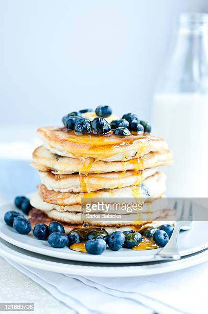 blueberry pancakes - pancakes stock pictures, royalty-free photos & images