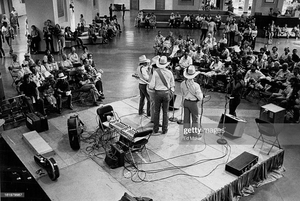 SEP 1 1980, SEP 2 1980; Bluegrass bands entertain at Cinderella City; Those who shopped at Cinderell : News Photo